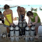 Rachael, Sarah and Wilco assembling the kit.