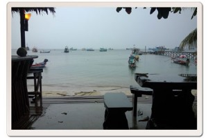 A dull day in Mae Haad but calm conditions for diving
